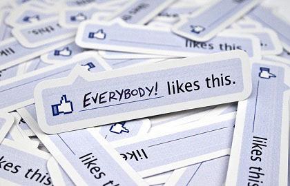 """Facebook rimuove il """"Mi Piace"""" e il """"Commenta"""" dai link"""