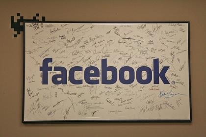 Facebook, le novità: tag nei post automatico e shopping