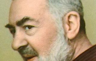 """Religione: """"visto e fotografato Padre Pio vivo"""". Miracolo?"""