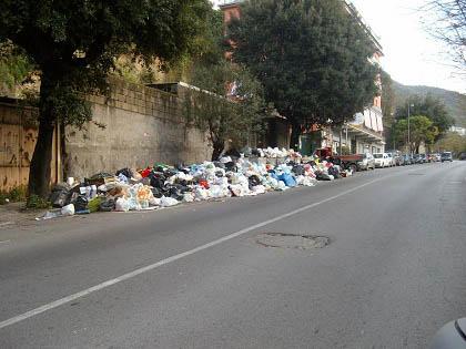 """Palermo e il """"viale dei rifiuti"""""""