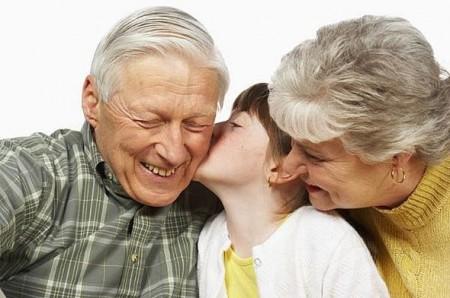 I nonni? Fanno risparmiare 50 Miliardi di Euro alle famiglie!