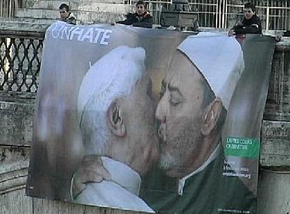 Benetton, pubblicità con bacio tra Imam e Papa: è polemica
