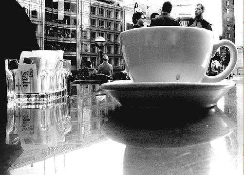 """Il """"caffè sospeso"""", """"apoteosi"""" della solidarietà partenopea"""