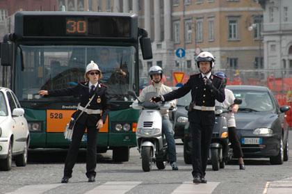 Palermo, Vigili Urbani sui bus per controllare i biglietti