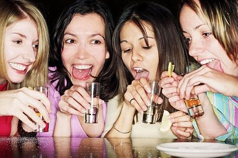 Alcool, aumenta l'abuso tra le giovani ragazze