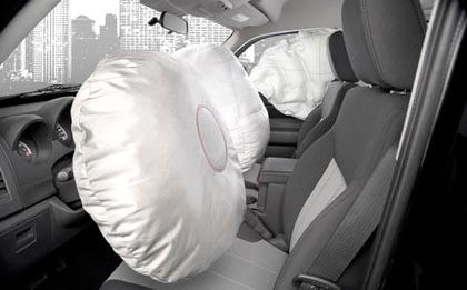 """Auto, in arrivo l'airbag """"salvapedoni"""" sul cofano"""