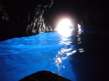 """Scienza, i """"batteri delle caverne"""" e le loro proprietà"""