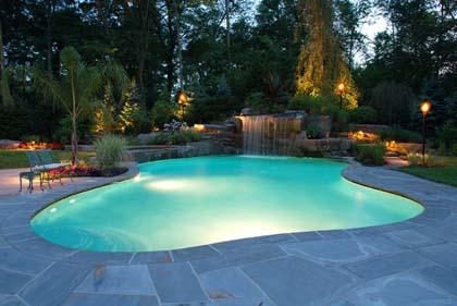 Estate, occhio al cloro della piscina: può far male!