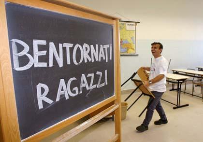 Le scuole italiane? Cadono a pezzi!