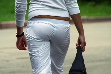 Francia, le donne potranno indossare pantaloni