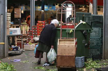 Crisi, in Italia stop ai pranzi completi