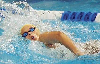 Salute, scoliosi: il nuoto può danneggiare la schiena
