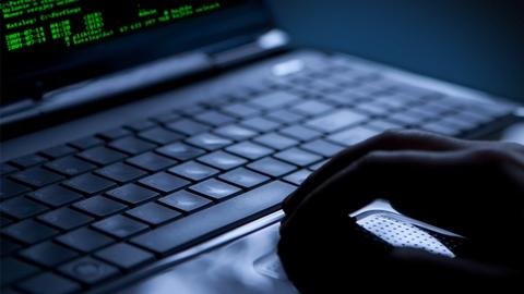 Web, spacciarsi per altri è reato: la Legge lo conferma
