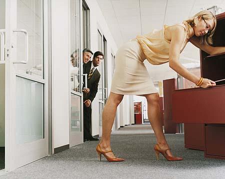 """Sesso, quando l'ufficio è """"a luci rosse"""""""