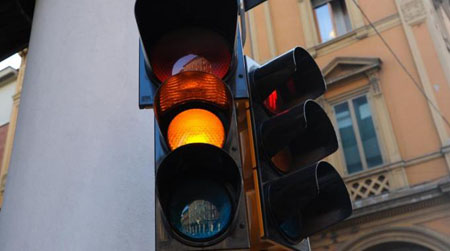 """Arrivano i semafori """"con telecamera"""": multe in agguato!"""