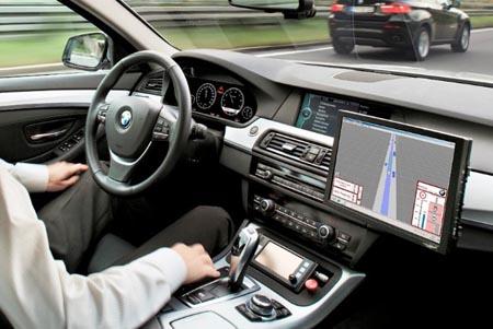 Automobili, tra sette anni guideranno da sole