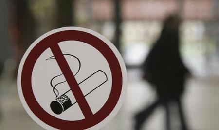 Salute, il fumo in gravidanza danneggia fino ai nipoti