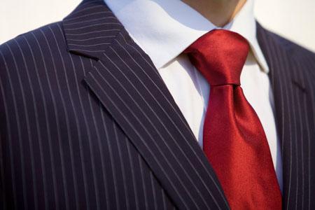 Moda, la cravatta… Non tira più!