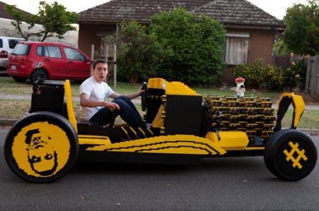 Curiosità, arriva l'auto fatta di… Lego!