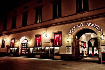 Milano, al teatro i posti si assegnano in base alla statura