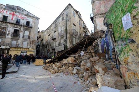 Palermo, Centro Storico in pericolo di crollo: è emergenza