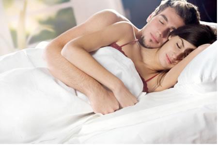 Curiosità, più felice chi si abbraccia nel sonno
