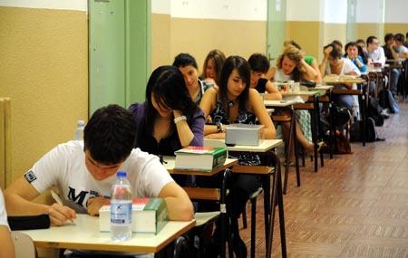 """Scuola, cambia la maturità: stop alle """"tesine"""" (e non solo!)"""