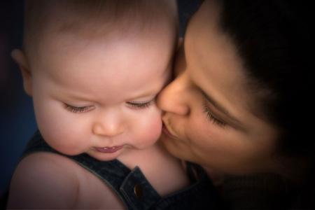 Bambini, la paura è trasmessa dalle madri tramite l'odore