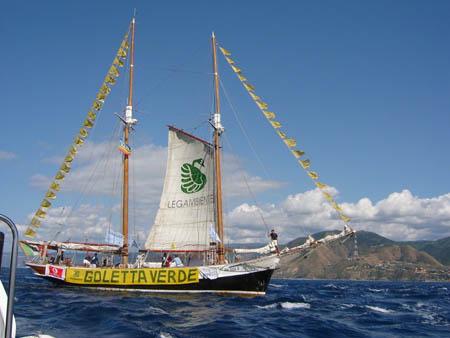 """Sicilia, mare inquinato: """"bandiera nera"""" di Legambiente"""