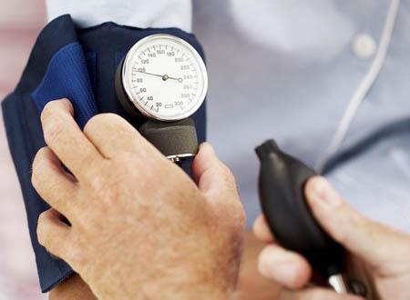 Salute, anche la pressione bassa danneggia il cuore