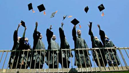 Italia, sempre meno giovani scelgono l'Università