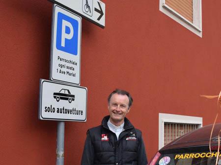 """Curiosità, Bergamo: parcheggio con un """"Ave Maria"""""""