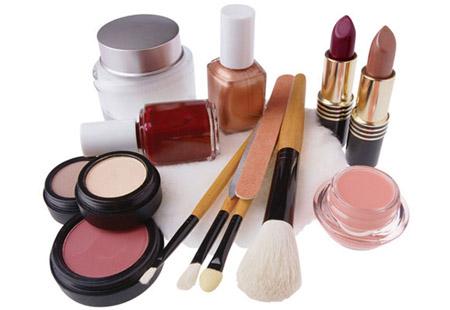 Salute, occhio ai cosmetici: inducono la menopausa
