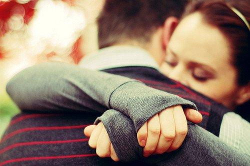Psicologia, gli abbracci combattono l'ansia (e non solo)