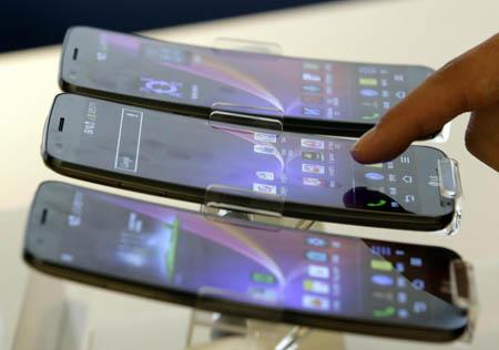 Gli smartphone? Invecchiano la pelle!