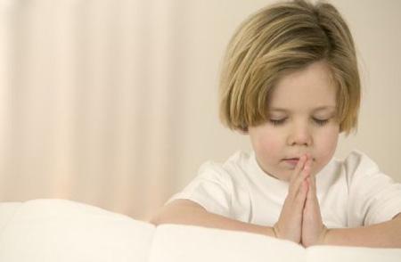 Curiosità, i bambini religiosi sono meno generosi degli atei