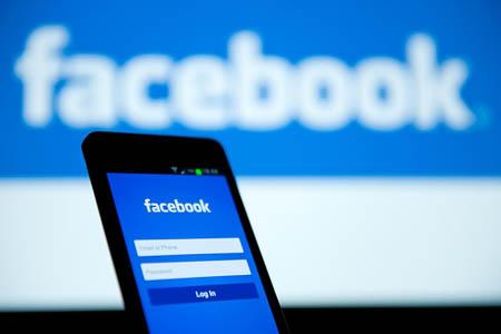 Facebook, al via la possibilità di inserire commenti offline