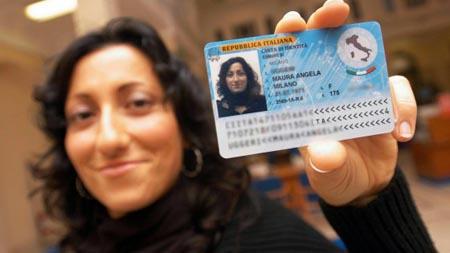Italia, arriva la nuova carta d'identità elettronica