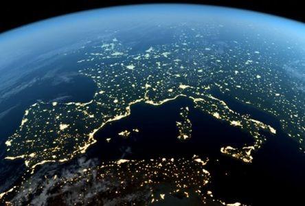 Italia, la Fibra Ottica diventa pubblica