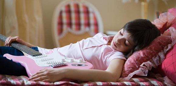 Andare meglio a scuola con diciotto minuti di sonno in più a notte