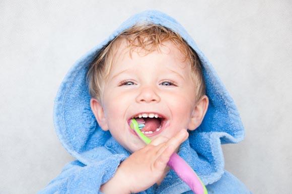 Bambini, la sigillatura dei solchi dentali previene la carie