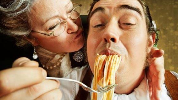 Italia (ancora) patria dei giovani in casa con i genitori