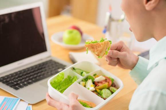 Alimentazione, se è scorretta riduce la produttività al lavoro