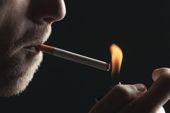 Salute, sigarette responsabili di mutazioni genetiche e tumori