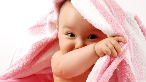 Bambini, già ad otto mesi sanno quando hanno bisogno degli adulti