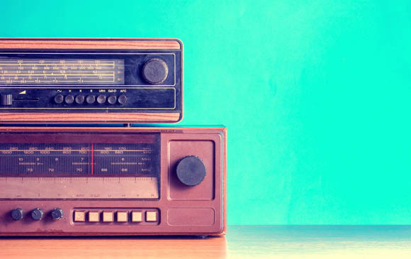 Tecnologia, USA: gli adulti usano più la radio che i Social Network