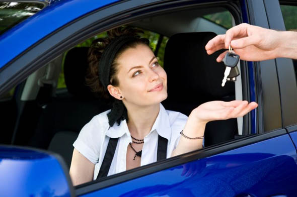 Automobili - Le donne al volante sono più prudenti