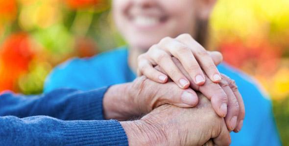 Italia, aumenta la longevità delle donne: nel 2030 raggiungeranno 90 anni