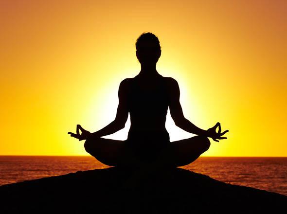 Salute: lo yoga fa bene a mente e corpo. La scienza conferma.