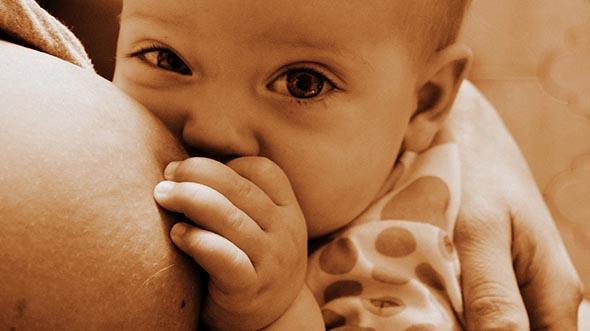 Bimbi - Il latte materno si conferma migliore di quello artificiale